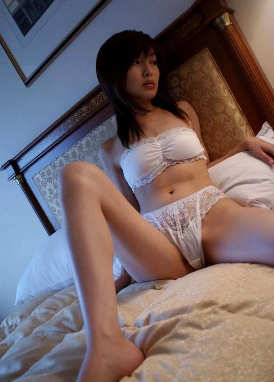 China College Girls Pose Totally Naked for Eternal Beauty