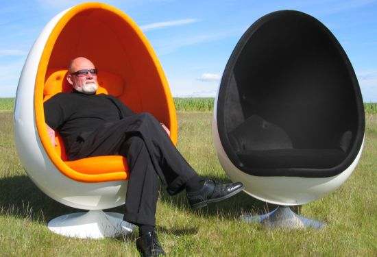 Ovalia Egg Chair Back From The 60 S