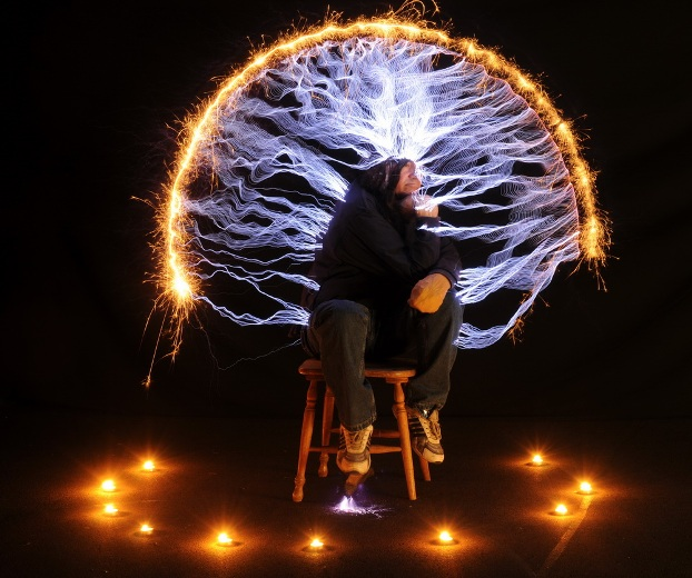 Peter Terren Recreates Rodin's 'The Thinker' With Electricity