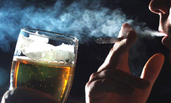 Drinking and Smoking Linked Making It Harder to Quit ...