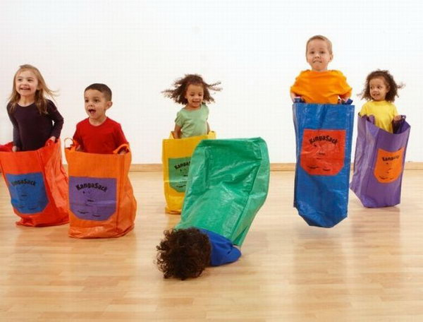 5 out of 6 children like sack races 659
