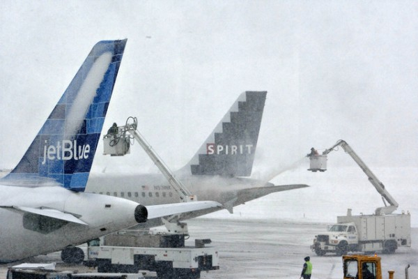 deicing airplanes