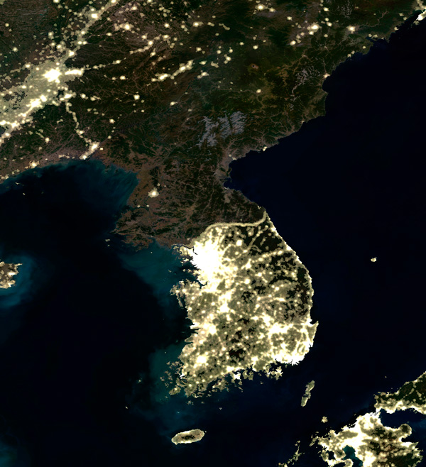 Korea_at_night,_satellite_image