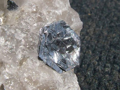 molybdenite.jpg.492x0_q85_crop-smart