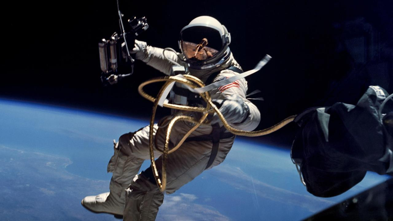 astronaut in space 125467