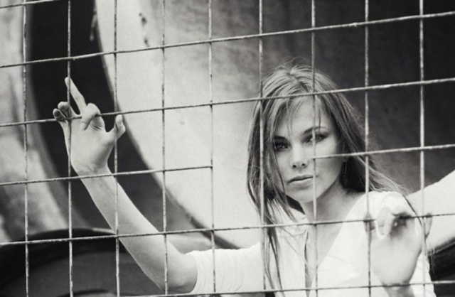 Caged Woman 982