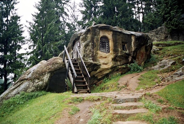 Stone home of a 15th century Monk in Romania 2fh435