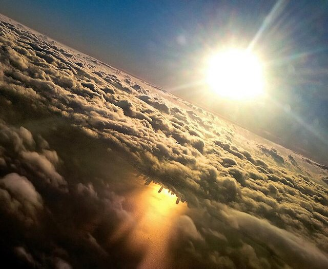 Approaching O'Hare, the Chicago skyline shadow reflects off Lake Michigan, under the clouds 9jw8h3