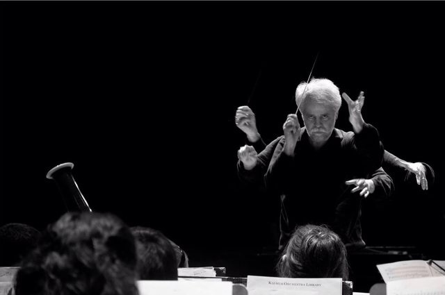 The orchestra conductor 9wh7