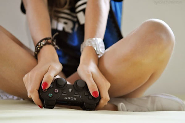 woman video gamer