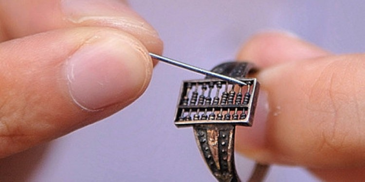 Abacus-ring-is-the-oldest-smart-ring--e1437403956821