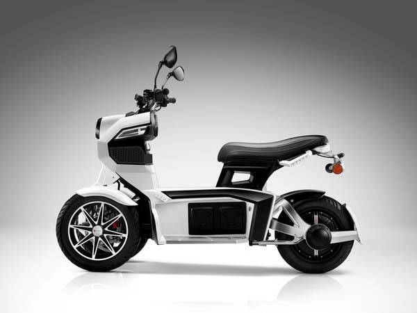 doohan_ev3_itank_3wheeled_electric_scooter_1