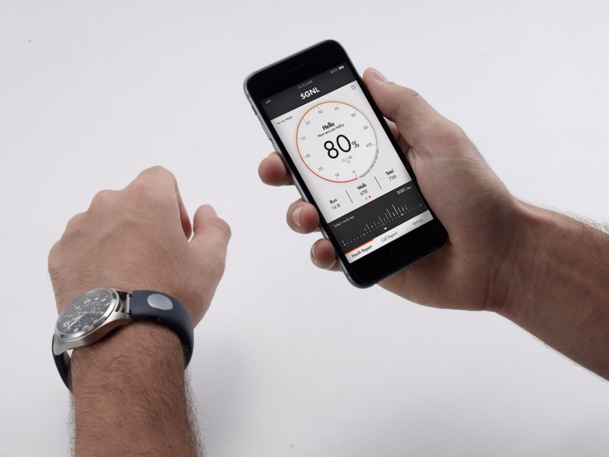 the-sgnl-also-acts-as-a-fitness-tracker-with-the-sgnl-app