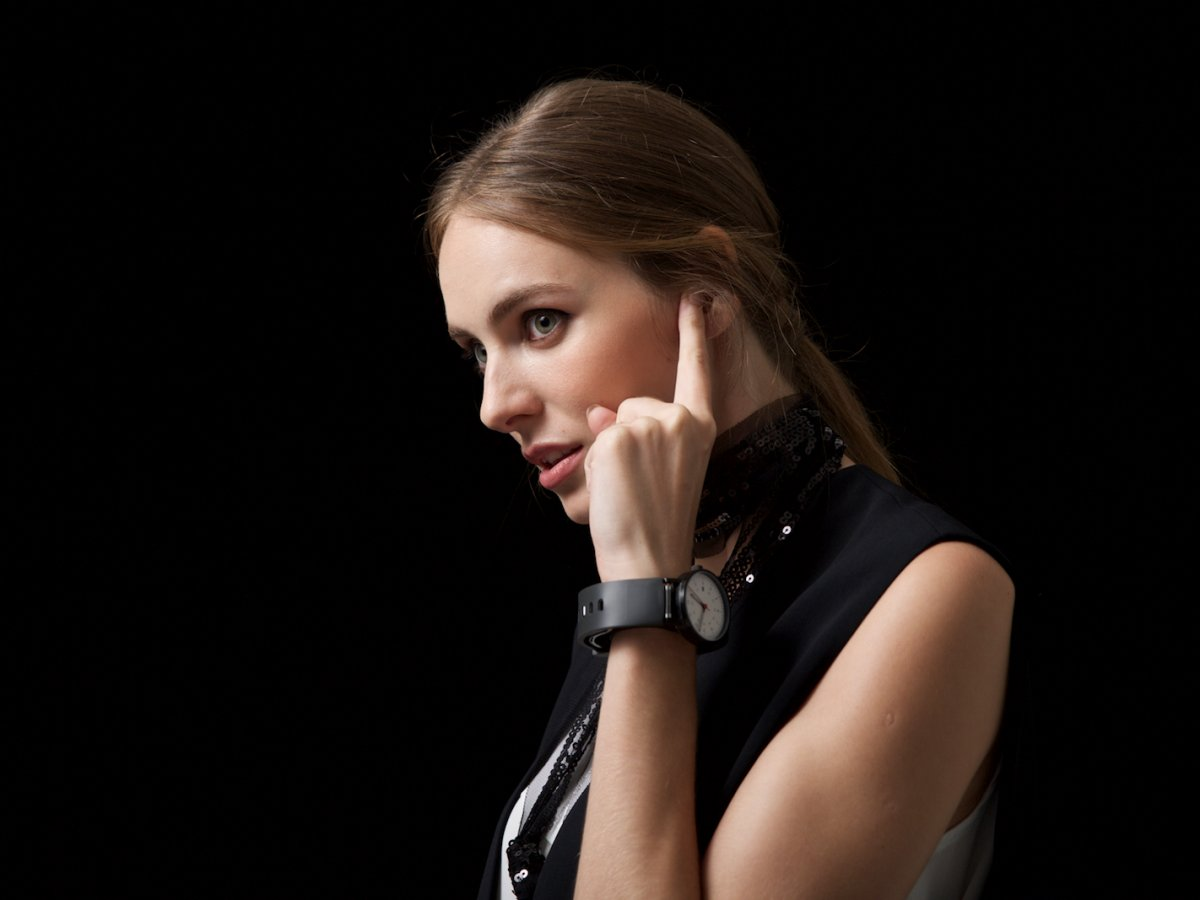 the-sgnl-is-a-watch-strap-that-transmits-the-sound-of-a-voice-call-through-your-finger-when-you-press-it-against-your-ear