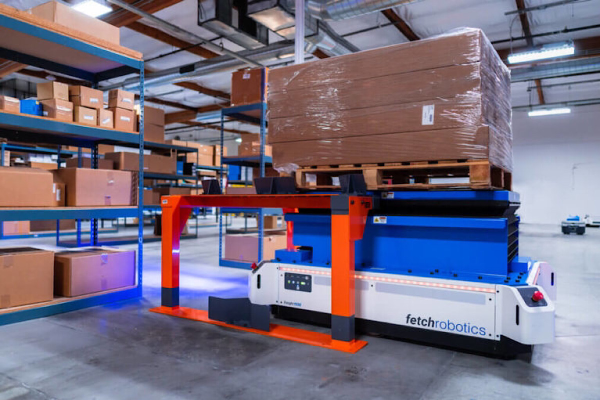 Fetch's warehouse robot is poised to replace forklifts