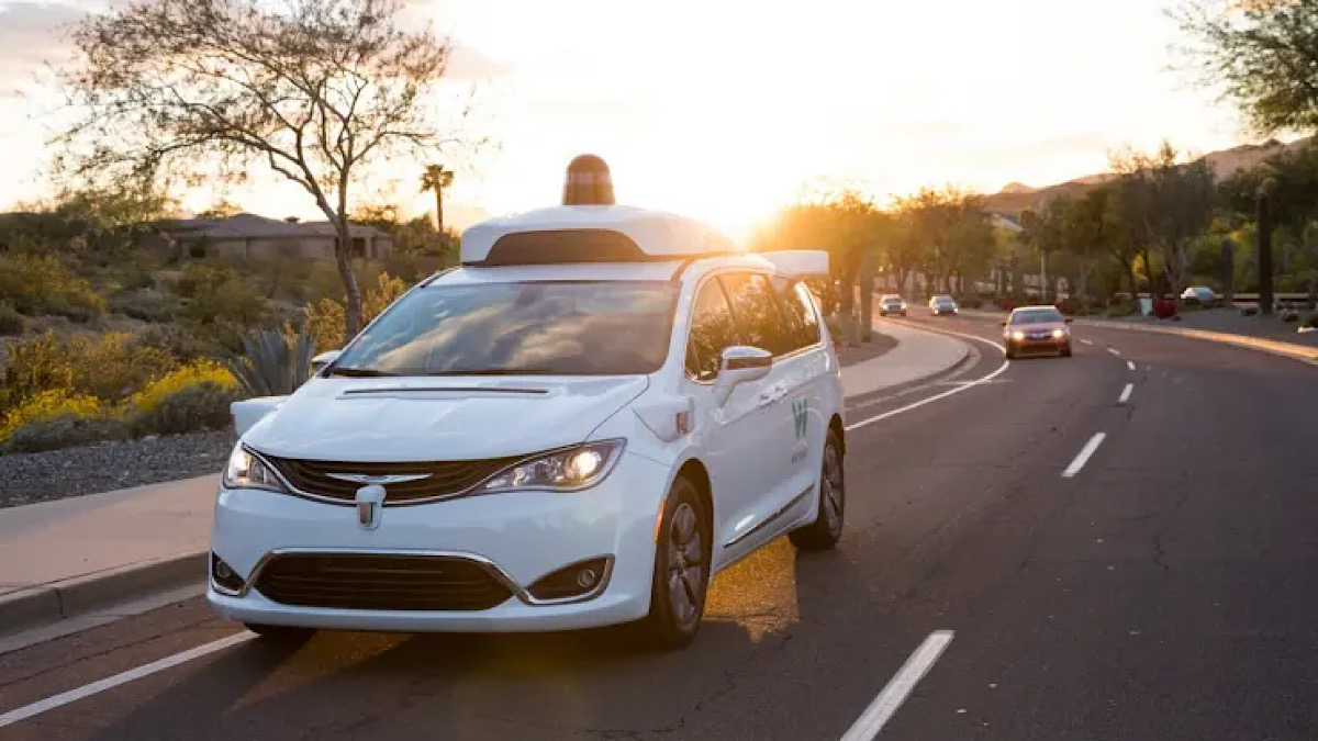 The Good People Of Phoenix Are Egging The Self-Driving Google Cars