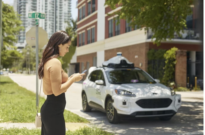 Ford and partner Argo AI will launch Lyft self-driving cars this year