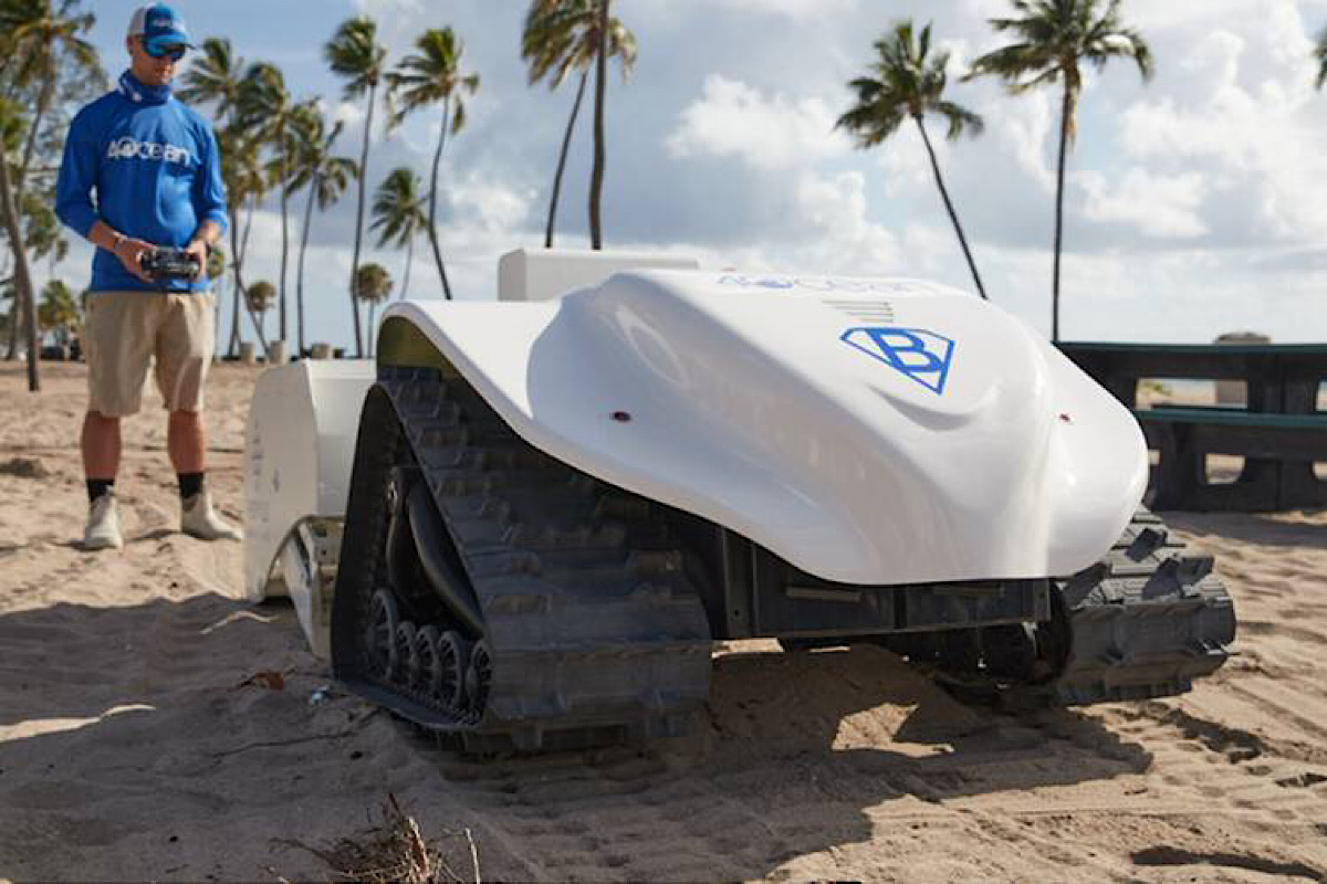 This Solar-Powered Robot Is Basically a Beach Cleaning Roomba